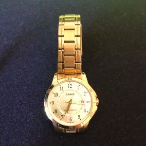 Pre-owned Casio Women's Gold Face Analog Watch